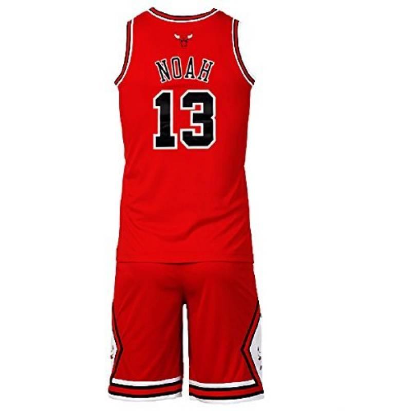 Les enfants, fiers de porter un maillot de basket Le Basket